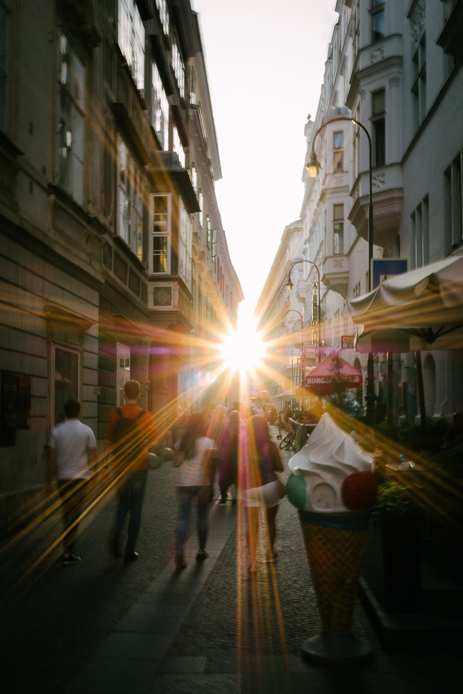 Sunlight fades over the streets of Vienna